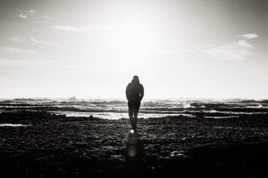 Isolement, seul à la plage