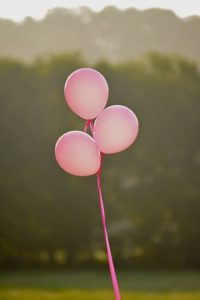 Ballons roses symbolisant cancer du sein